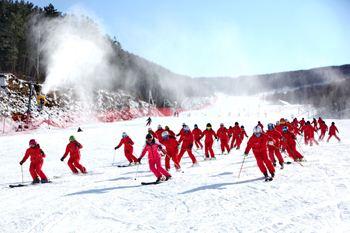 北京市體育局局長:冰雪及相關産業迎來巨大商機