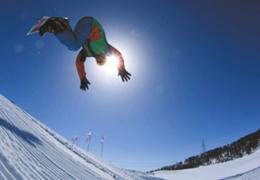 """有""""人類滑雪起源地""""之稱的阿勒泰借力冰雪運動,為絲路旅遊增長提供新動力"""