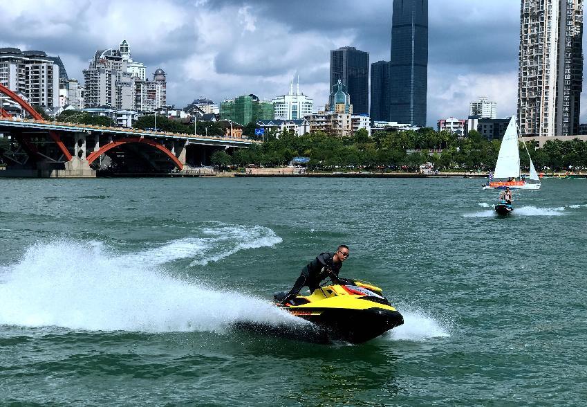 """""""一艘艇""""帶動一座城:體育賽事把這座""""工業城市""""變成""""水上娛樂運動之都"""""""