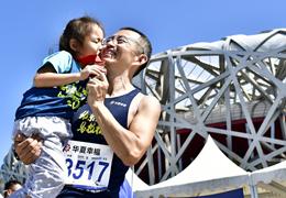 中國馬拉松攝影大賽,定格跑馬人生精彩瞬間(3)|溫情一刻:有一種感動,時刻發生著