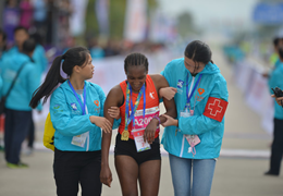 中國馬拉松攝影大賽,定格跑馬人生精彩瞬間(4)|有一種守護,一直在你身邊