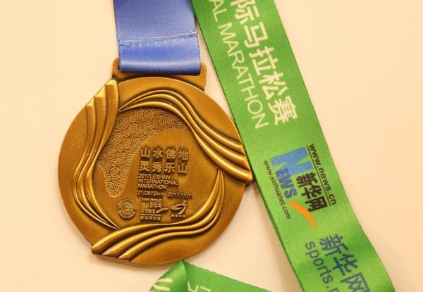 樂山馬拉松(54)|樂山馬拉松雙十一開跑:獎牌有大佛元素,賽道在大渡河畔