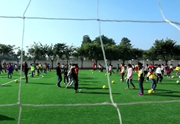 短視頻:踢球吧,少年!