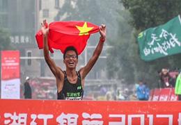 中國男選手登頂2017長沙國際馬拉松全程比賽