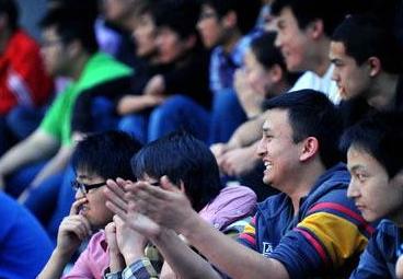 """""""幸福有时就是看场球赛"""",""""惠民座席""""让山西百姓共享篮球之乐"""