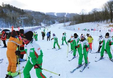 坐拥滑雪圣地的亚布力管委会遭企业家控诉,黑龙江官方正派人前往调查