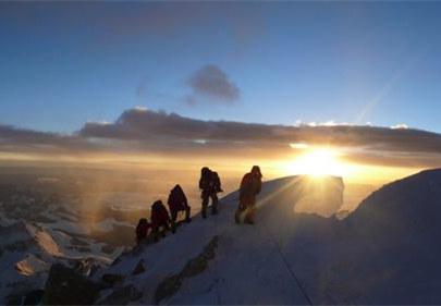 西藏商业登山试水国际市场,10人登顶南美最高峰