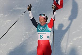 越野滑雪女子30公裏集體出發(傳統技術)比賽:挪威選手奪冠
