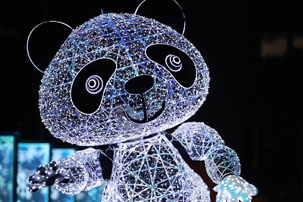 """熊貓信使、""""冰屏""""和機器人舞步如何打造?中國智慧點亮""""北京8分鐘"""""""