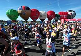 倫敦馬拉松賽完賽人數首次超4萬,年齡最大者87歲