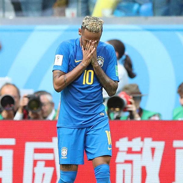 E组:巴西队内马尔锁定胜局