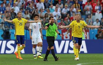"""世界杯的""""第五雙眼""""——VAR"""