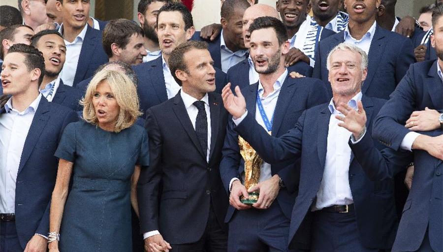 法國總統馬克龍迎接法國隊凱旋