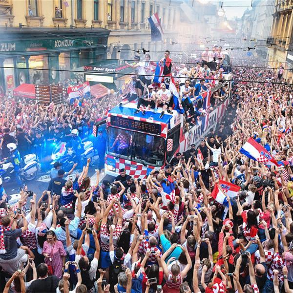 高清组图:克罗地亚人民迎接英雄凯旋