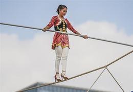 """從""""高空走繩""""到高山滑雪,達瓦孜藝人的新挑戰"""