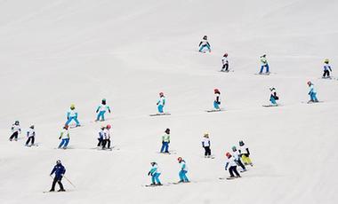 來玩雪吧!新疆進入滑雪季