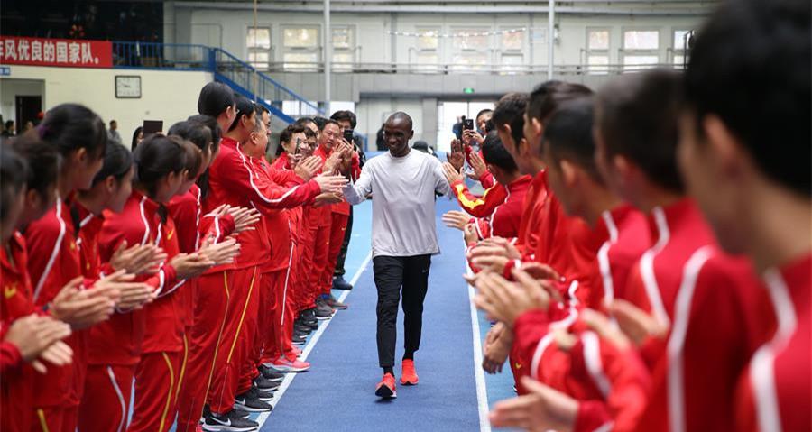 """馬拉松""""一哥""""基普喬格走進中國田徑隊分享經驗"""