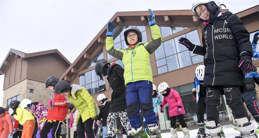 吉林百萬學生逐雪嬉冰