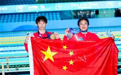 游泳世锦赛:中国跳水小将压倒性优势稳夺女子10米台1金1银