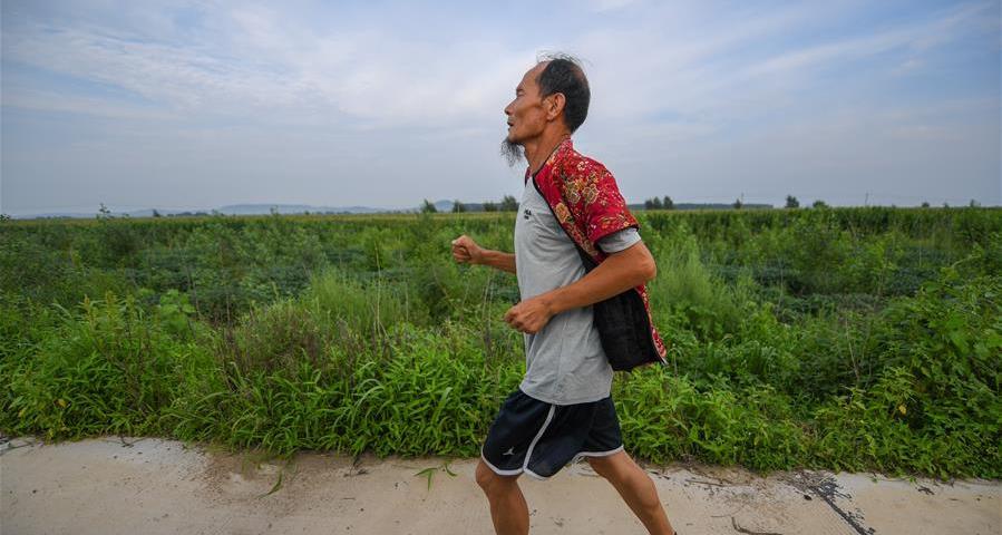 全民健身——花甲農民奚佔玉的奔跑人生