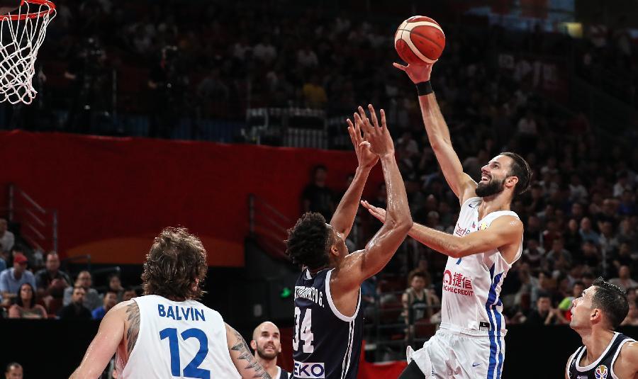 """希腊赢球却无缘8强 """"字母哥""""关键时刻犯满离场"""