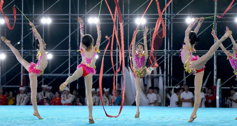 西安举行全民健身展演庆祝全运会60周年