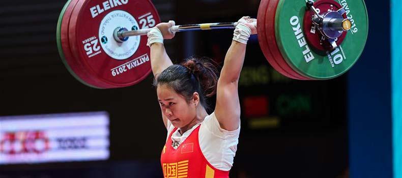 舉重世錦賽女子64公斤級:中國選手鄧薇奪金