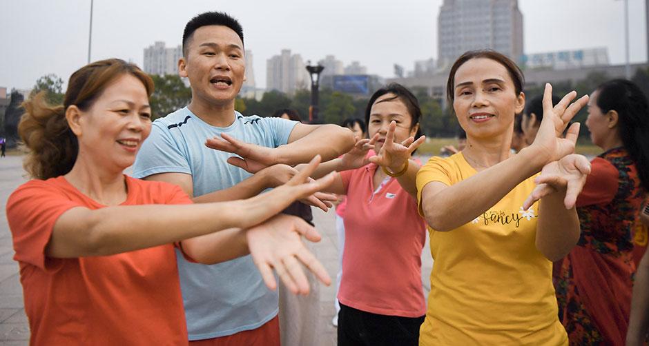 重阳节:大姐,跟我来跳广场舞!