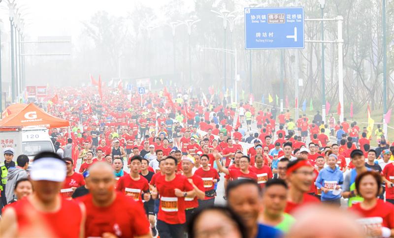 """晉升金牌賽事後首亮相,2019廣安紅馬凸顯""""全民健身""""熱潮"""