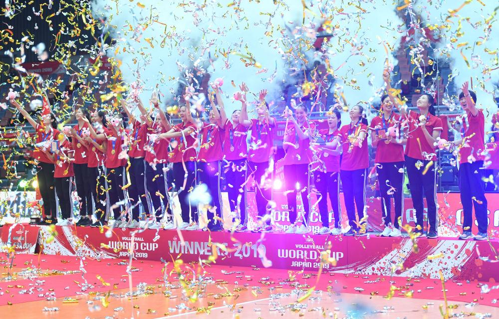 4、中國女排蟬聯世界杯冠軍