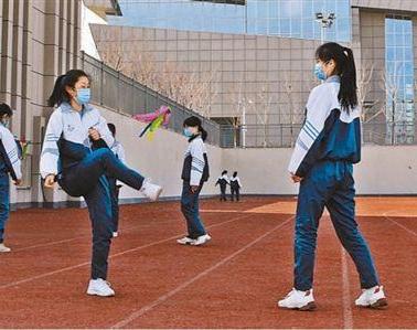 細心安排 放心運動——開學首堂體育課見聞