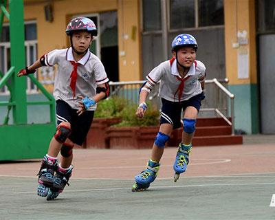 全民健身:小學校園裏的輪滑社團