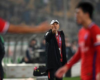 重慶當代隊主帥張外龍:相信球員會踢出好成績