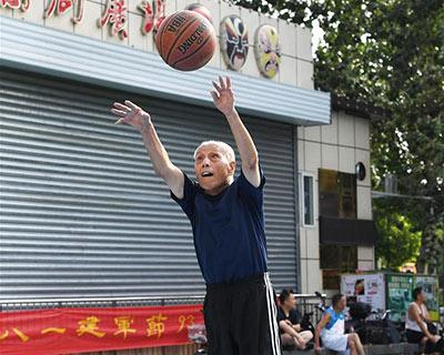 """全民健身:濟南""""90後""""堅守70余年籃球夢"""