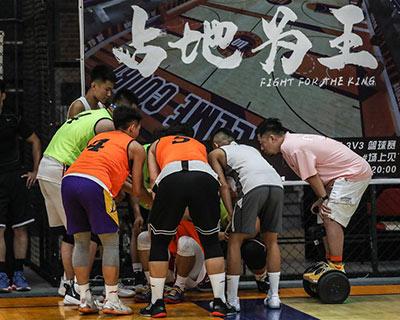 """健身""""大咖"""":""""王總""""和他的網紅籃球場"""