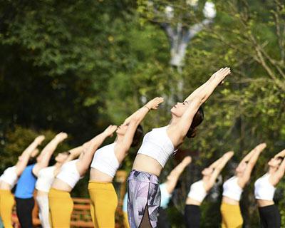 全民健身:青山綠水秀瑜伽