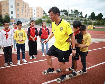 """全民健身:""""民族風""""的體育老師"""