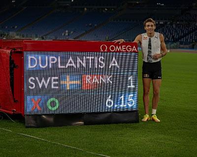 6米15!杜普蘭蒂斯破室外撐桿跳高世界紀錄