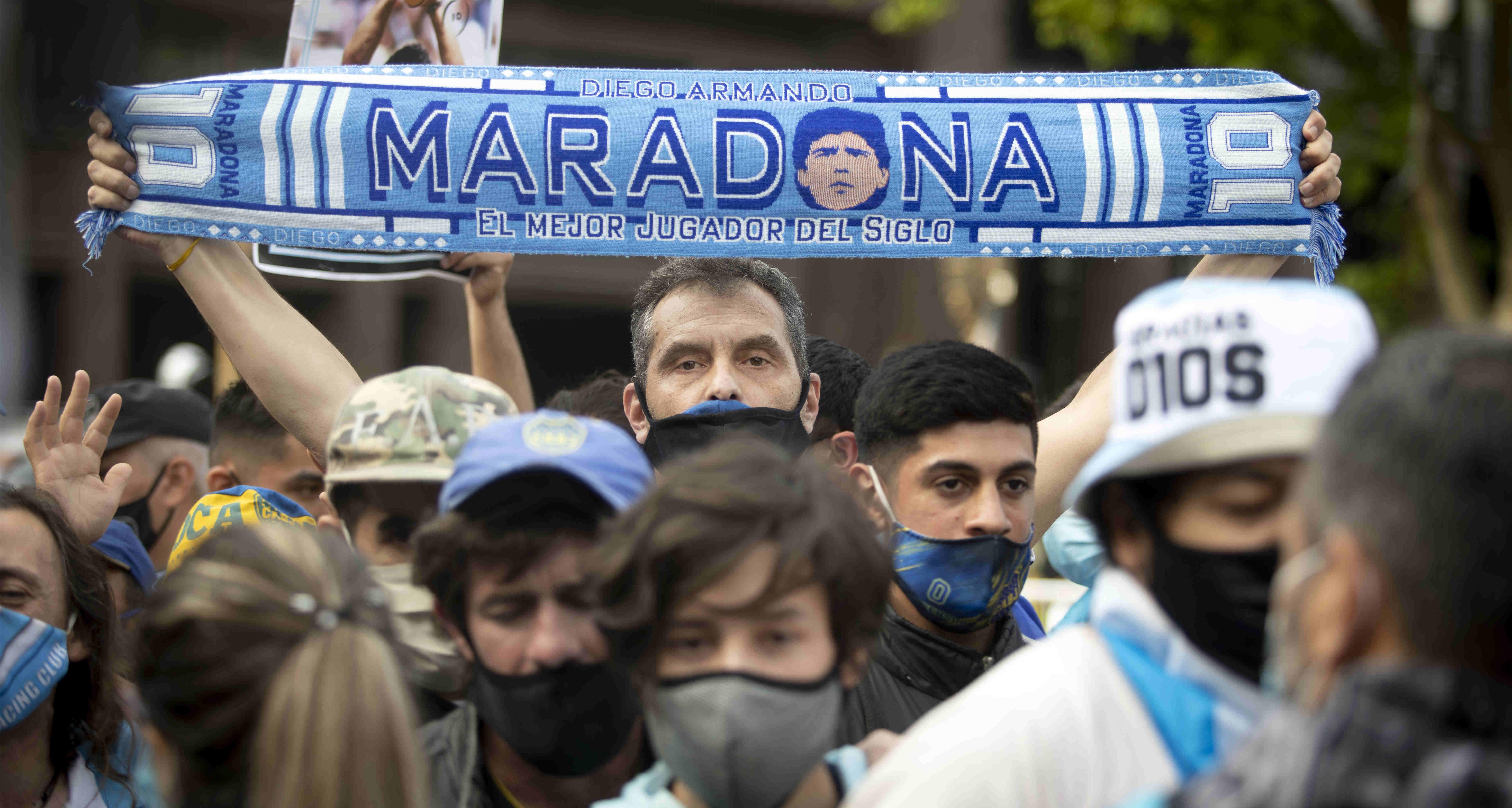 足球——阿根廷總統府舉行馬拉多納遺體告別儀式