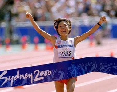 前馬拉松世界紀錄保持者高橋尚子向世界田聯捐獻號碼布