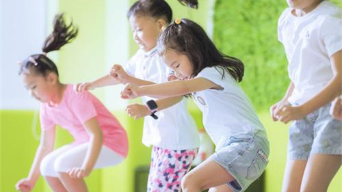 """機構數量翻倍 半數教練""""速成""""——兒童體能培訓市場調查"""
