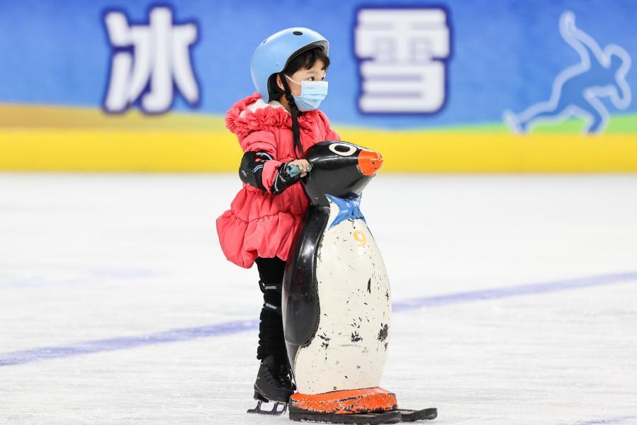 全民健身——西寧:冰場過大年