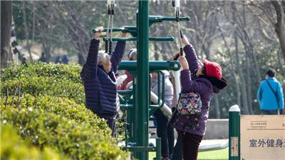 南京:鐘山腳下健身忙