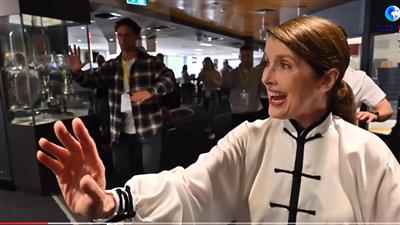 學太極 試隊服 拍證件照——澳大利亞選手期待參加北京冬奧會
