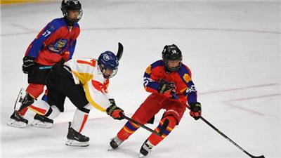 """首屆北京冰球公開賽在""""雙奧場館""""五棵松體育中心收官"""