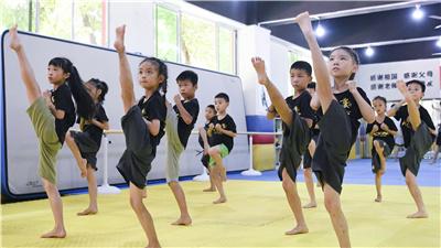 全民健身——體育夏令營裏度暑期