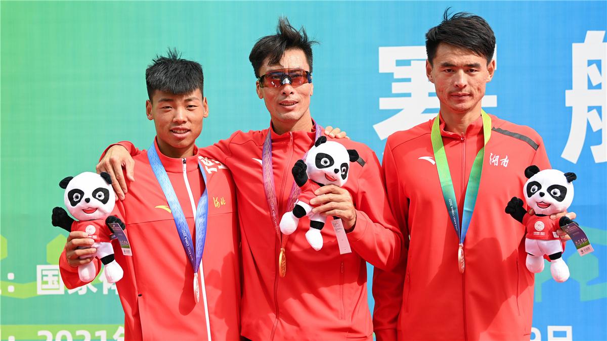 全運會-賽艇男子單人雙槳決賽:湖南選手張亮奪冠