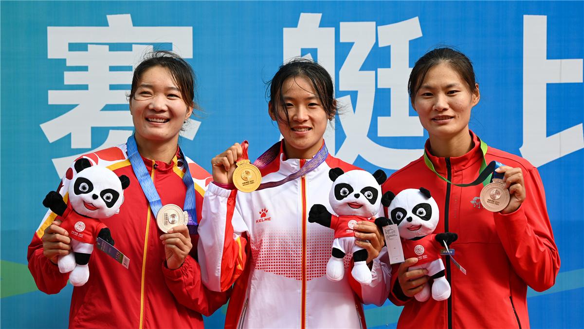 全運會-賽艇女子單人雙槳決賽:陜西隊選手劉睿琦奪冠