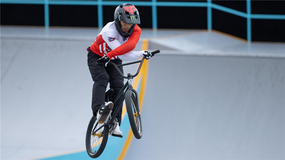 全運會-自行車男子小輪車自由式公園賽:四川隊選手海洋奪冠
