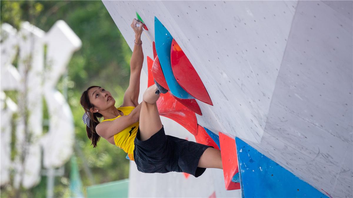 全運會-攀岩成人組女子兩項全能決賽:廣東隊選手張悅彤奪得冠軍